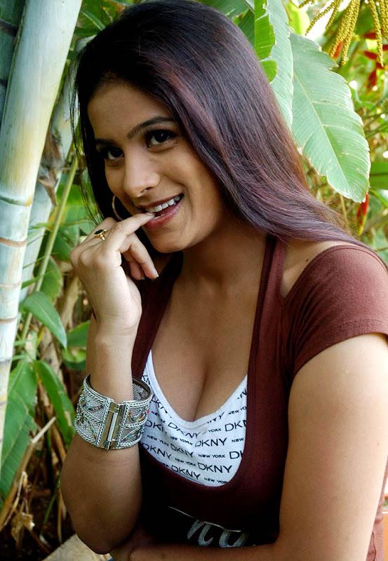 rishika hot exposing her hot assets in bra