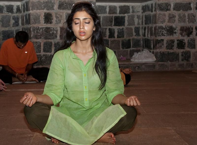 Jaggi Vasudev, she learning isha yoga in isha foundation coimbatore