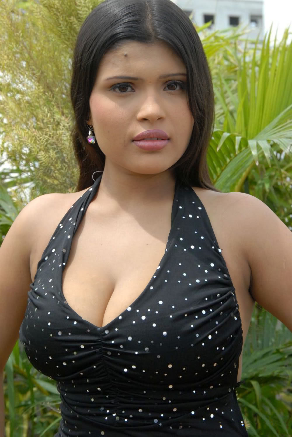 Indian Aunty Show sexy cleavage show photos'. If you are unable to