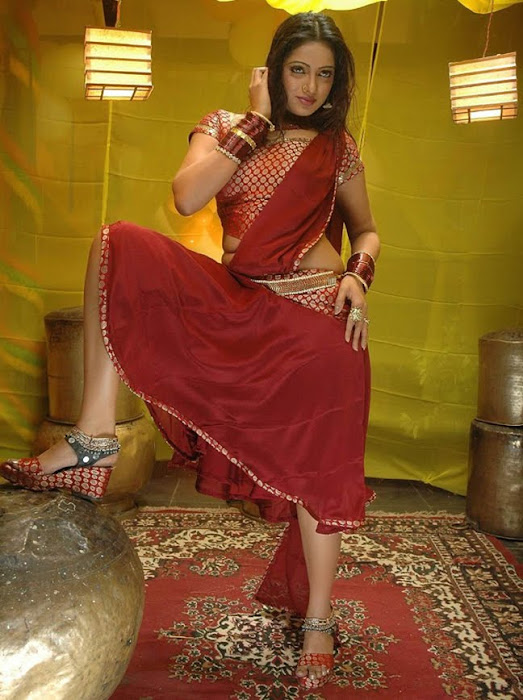 test tv anchor udayabhanu looking actress pics