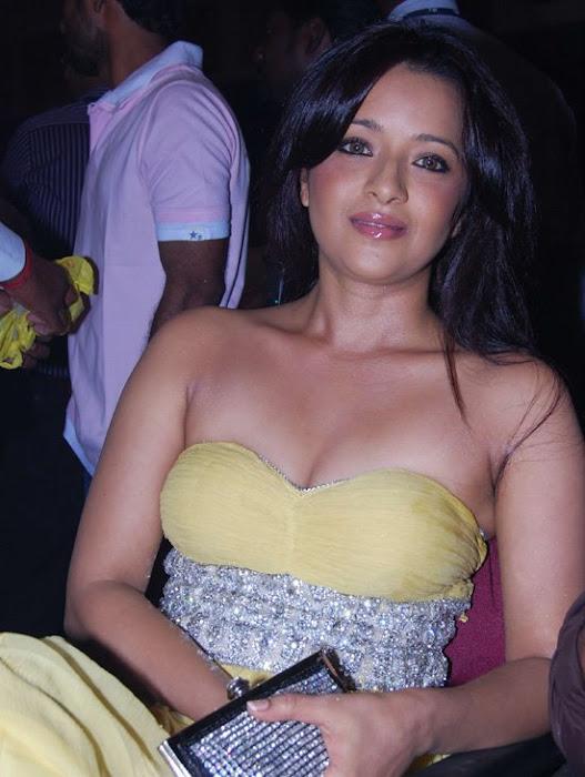 reema sen exposing actress pics