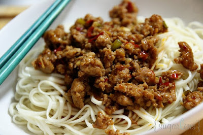 sugarlens: Zha Jiang Mian (炸醬麵)