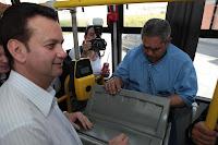 Kassab andando de ônibus no Dia Mundial Sem Carro 2010