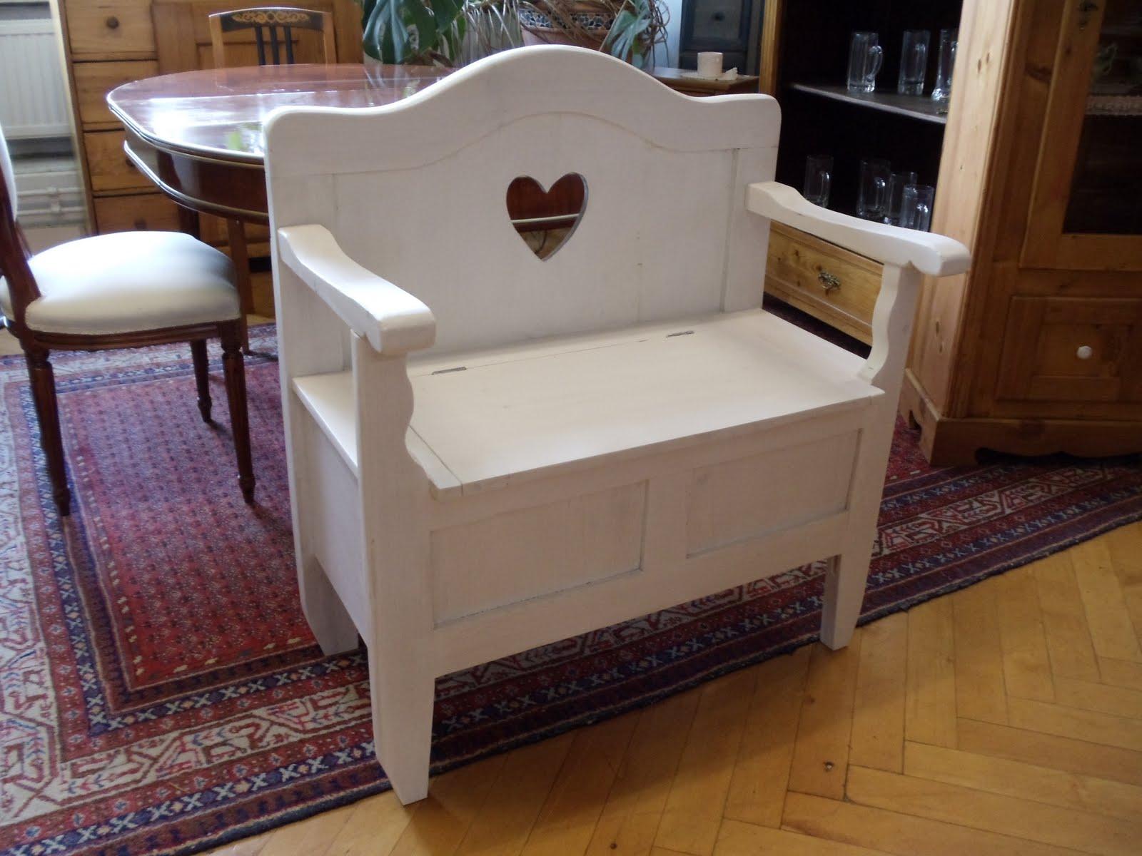 antike m bel wei e bettenbank. Black Bedroom Furniture Sets. Home Design Ideas