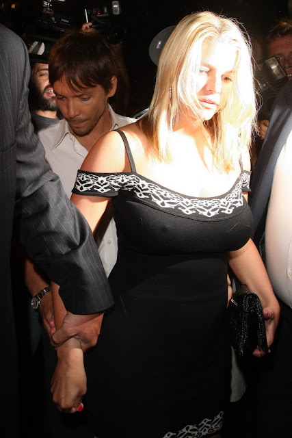 jessica simpsons big tits. Those natural ig breasts are