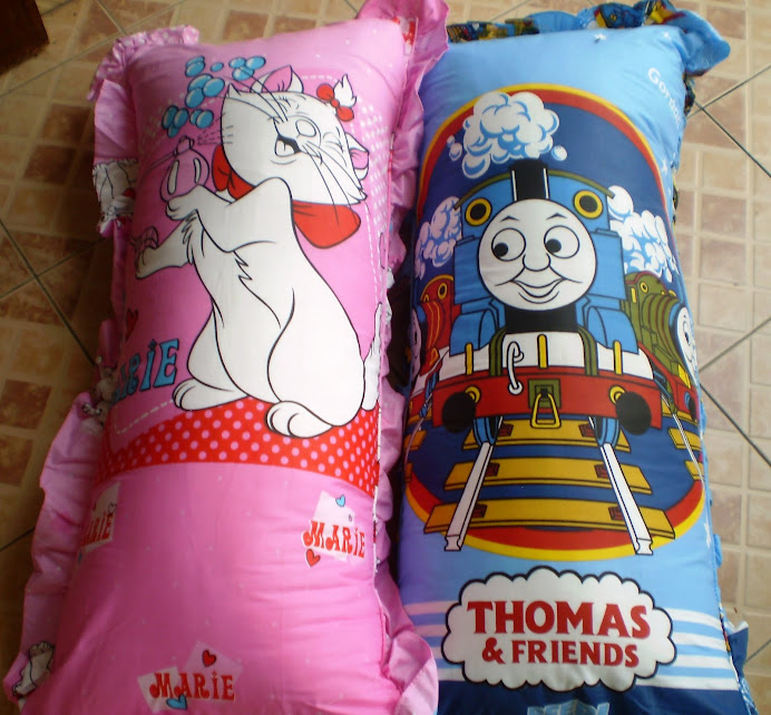 "Bantal Cinta ""Marie, Thomas & Friends"""