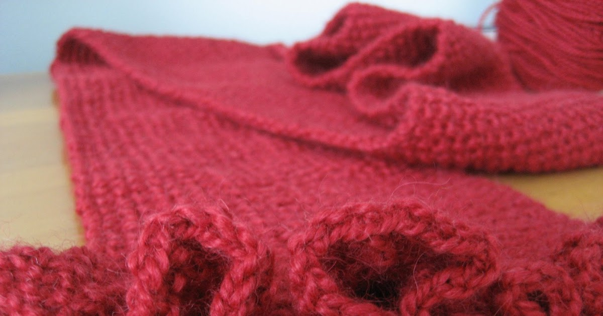 Moss Stitch Scarf Knitting Pattern : Knitting Patterns: Ruffled Moss-Stitch Scarf