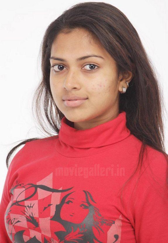 http://3.bp.blogspot.com/_sb9yp2CsJVU/S6rIeDlGidI/AAAAAAAASSQ/20CuEXTUxYI/s1600/actress-amala-paul-sindhu-samaveli-movie-stills-01.jpg