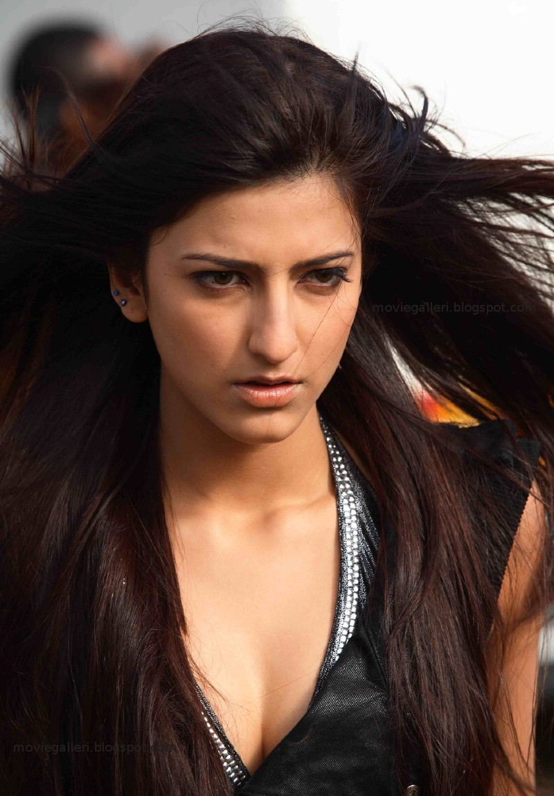 shruti haasan at luck movie photo gallery | new movie posters