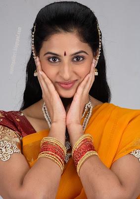 http://3.bp.blogspot.com/_sb9yp2CsJVU/SpYf7q-EogI/AAAAAAAAGWI/bI3SakKgmnk/s400/actress_yamini_sharma_hot_sexy_stills_03.jpg