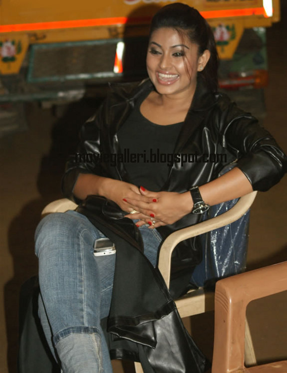 [Sneha-Goa-on-Location-Exclusive-stills-pics-images-photo-gallery-11.jpg]