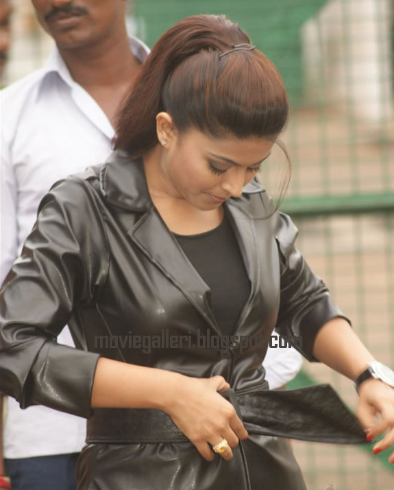 [Sneha-Goa-on-Location-Exclusive-stills-pics-images-photo-gallery-09.jpg]