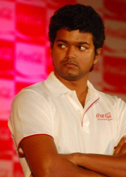 [sura-movie-Vijay-Meets-Coca-Cola-Winners-stills-pics-images-photos-10.jpg]