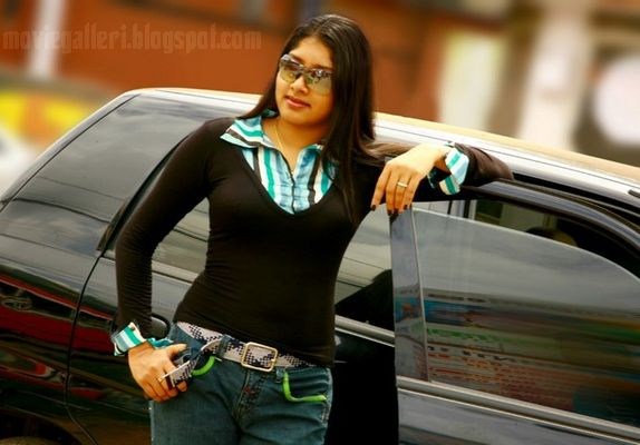 [actress-anu-anchor-kairali-tv-02.jpg]