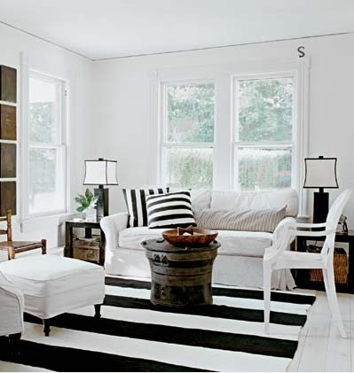 http://3.bp.blogspot.com/_scRdSp7lH3o/S_paHZyJTiI/AAAAAAAAB_o/ptIOUY290_Q/s1600/black+white+brown+living+room+decor+pad.jpg