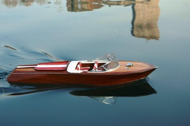 Modelli di navi riva acquarama special for Motoscafo riva aquarama