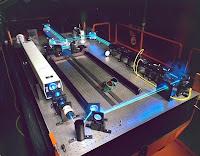 Laser tutkimuspöydällä