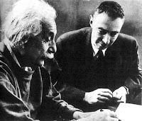 Albert Einstein ja Robert Oppenheimer