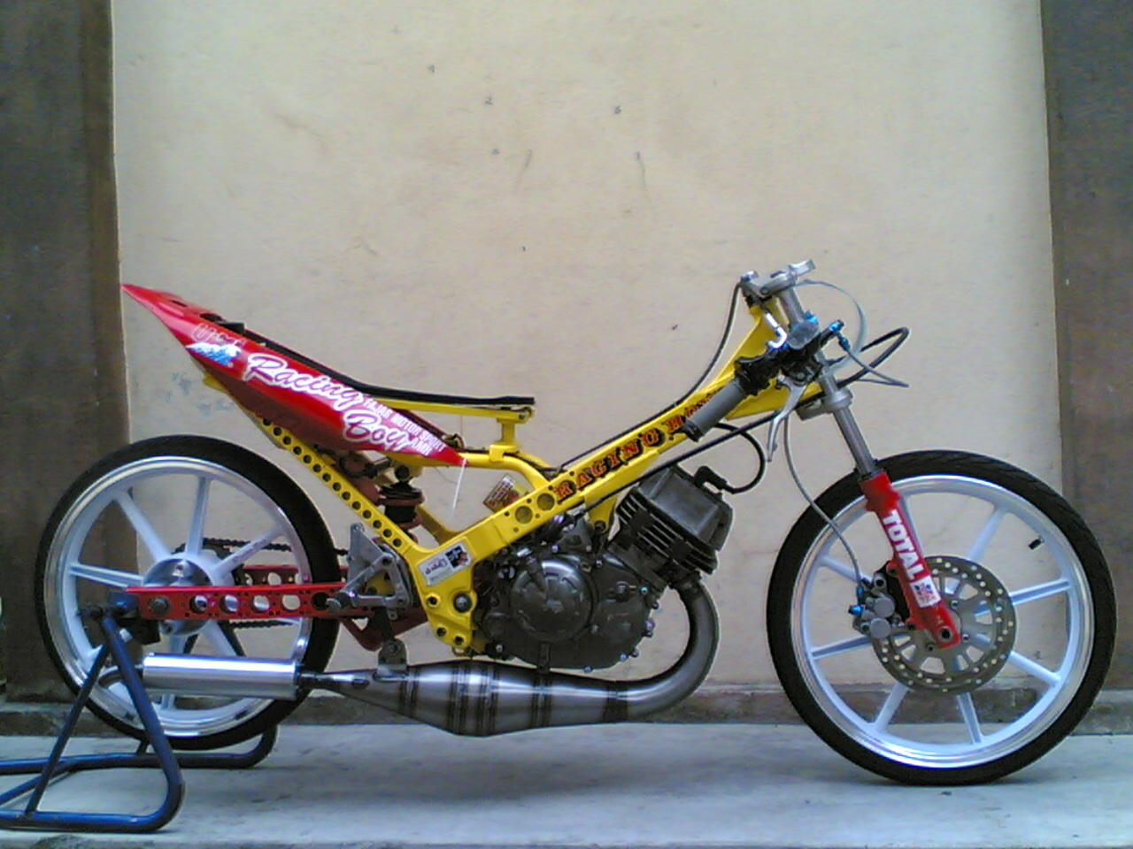 Yamaha 125Z http://below300cc.blogspot.com/2010/12/yamaha-125z-125cc-photo-collection.html
