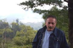 ARRIBA EL RUCOPRODUCTOR CHUPANDO LIMÓN ANTE LA CARAVANA DE POBREZA QUE SE LE VIENE ENCIMA