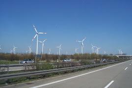 wiatraki w Niemczech, są nieodzowną częścią krajobrazu