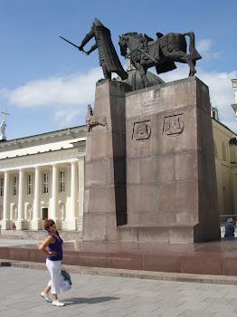 podziwialiśmy pomnik Giedymina, założyciela miasta