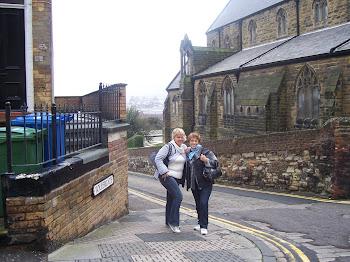 przed polskim kościołem w Scarborough