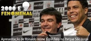 Ronaldo, sendo apresentado no Corínthians