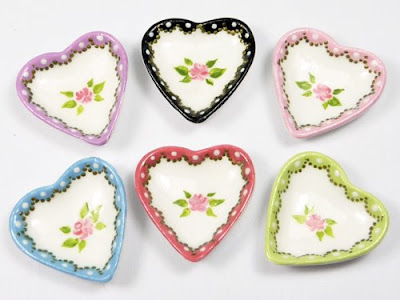 A collection of 6 handpainted heartshaped plates with roses and finely detailed borders