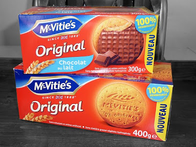 Chocolate and Plain McVities Digestives - now available in France!