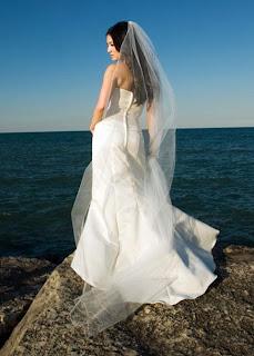 Wedding Veils: Can a Petite Bride Wear a Long Veil?