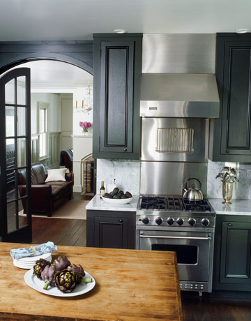 black cabinets? hmmmmm? i think. i like.