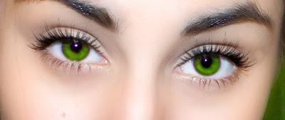 gröna linser ögon
