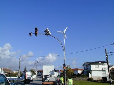 Semáforos com Energia Solar e eólica