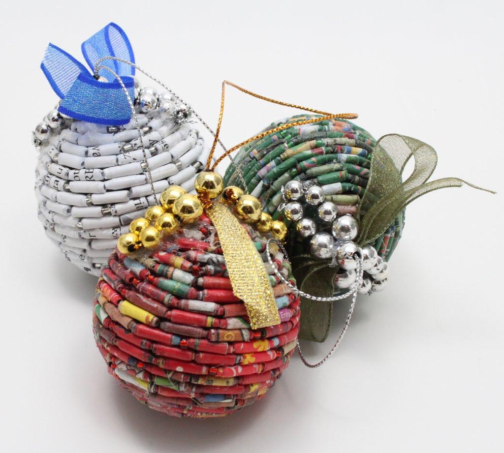 Ideas navidad reciclada for Bolas de navidad recicladas