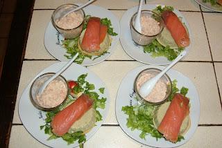 Mousse D Avocat Saumon Fume Et Verrine De Crevettes Et Miettes De