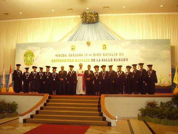 Uskup Manado dan Senat Universitas