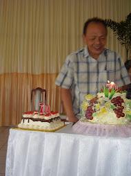 Tiup lilin & potong kue