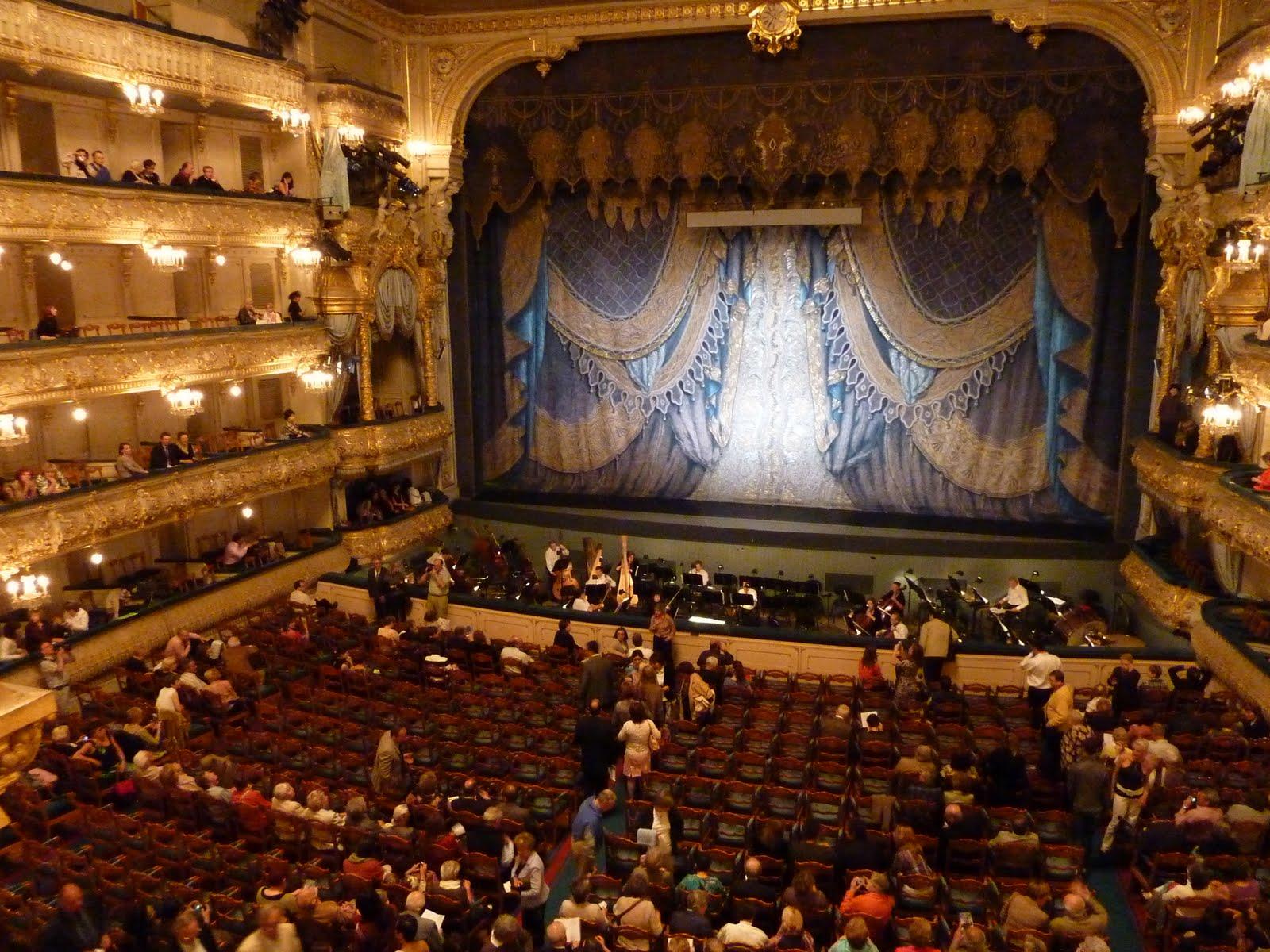 Фото девок в театре 24 фотография
