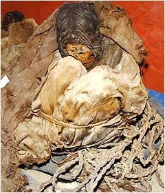 700-Year-Old Mummies Found in Peru pictures images photos pics gallery