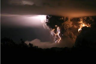 The Chaitén Volcano Lightning images gallery