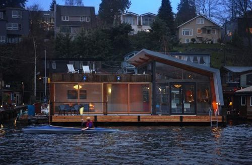 A simple life afloat denise draper 39 s seattle houseboat - Floating house seattle ...