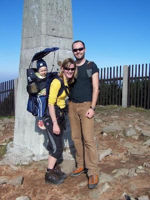 Evka, Kubíček a já Na vrcholu Lysé hory, která byla ten den přecpaná, až oko nedohlédlo