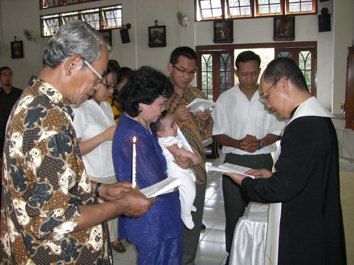 Faustine Dibaptis oleh Rm Diosesan Albertus Simbul Gaib Pratolo