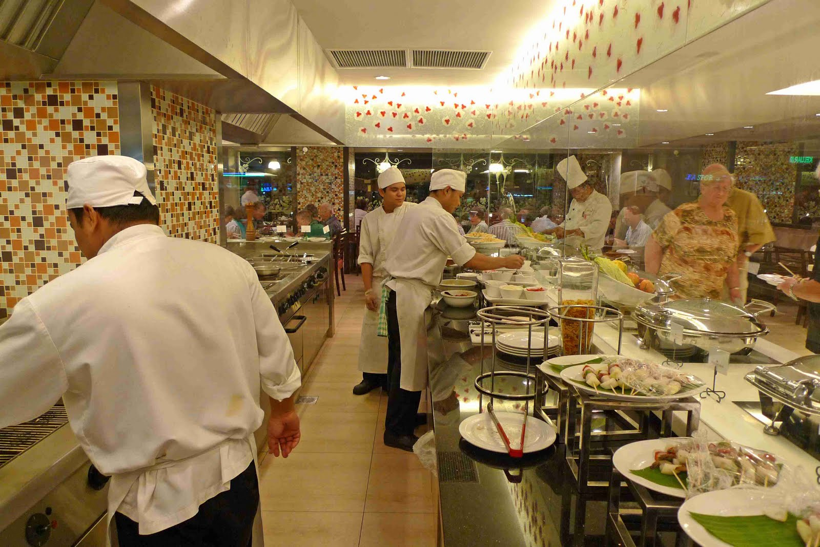 Restaurant Unfortunately The Kitchen Is Very Uneaven