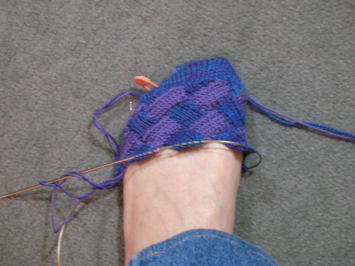 [entrelac+socks+on+toe]