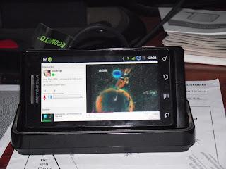 TwitRadio tocando no meu celular (Motorola Milestone)