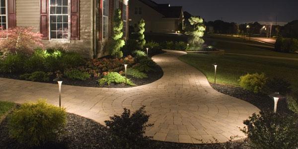 iluminacao jardim poste:Christie Ely – Architecture Studio: Equipamentos e fontes de luz