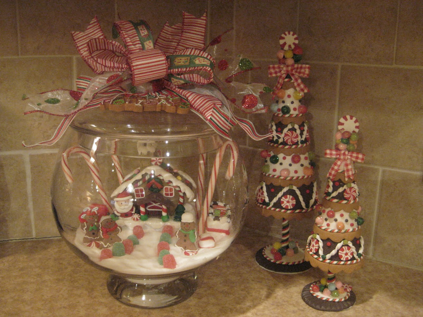 Kristen's Creations: ~~Our Gingerbread Kitchen~~ on christmas gingerbread cookies ideas, gingerbread boy cutting board, gingerbread kitchen decor, christmas gingerbread man ideas, gingerbread christmas decorations ideas,