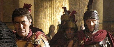 Ciaran Hinds as Julius Caesar and Kevin McKidd as Lucius Vorenus in HBO/BBC's Rome